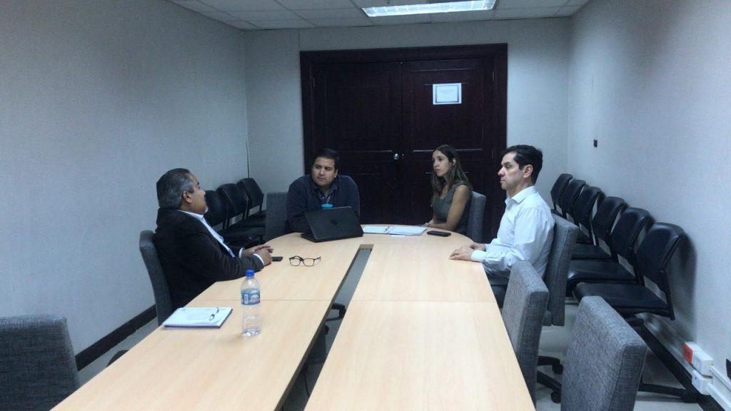 La Directora del programa OEA del SENAE en reunión con Gabriel de SENAE, Henry Abad de Contecon y Rafael Fonseca, director de la Comunidad.