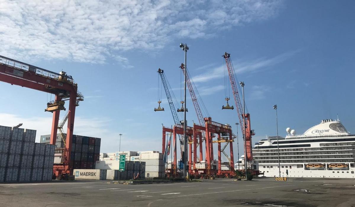 Crucero y terminal portuario